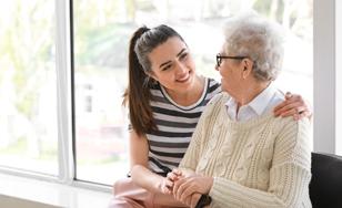 Auxiliaire de vie auprès des personnes âgées : l'humain avant tout